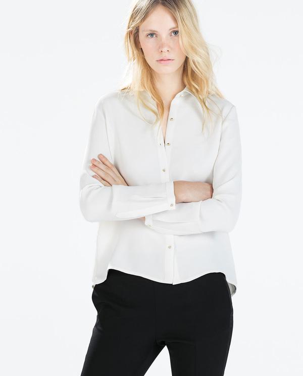 Mặc áo sơmi bây giờ là phải kéo lệch, trễ vai mới đúng mốt! 4