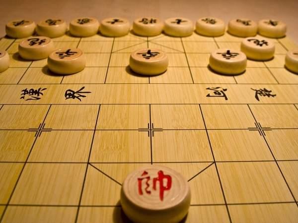 Mơ thấy bàn cờ đánh con gì?